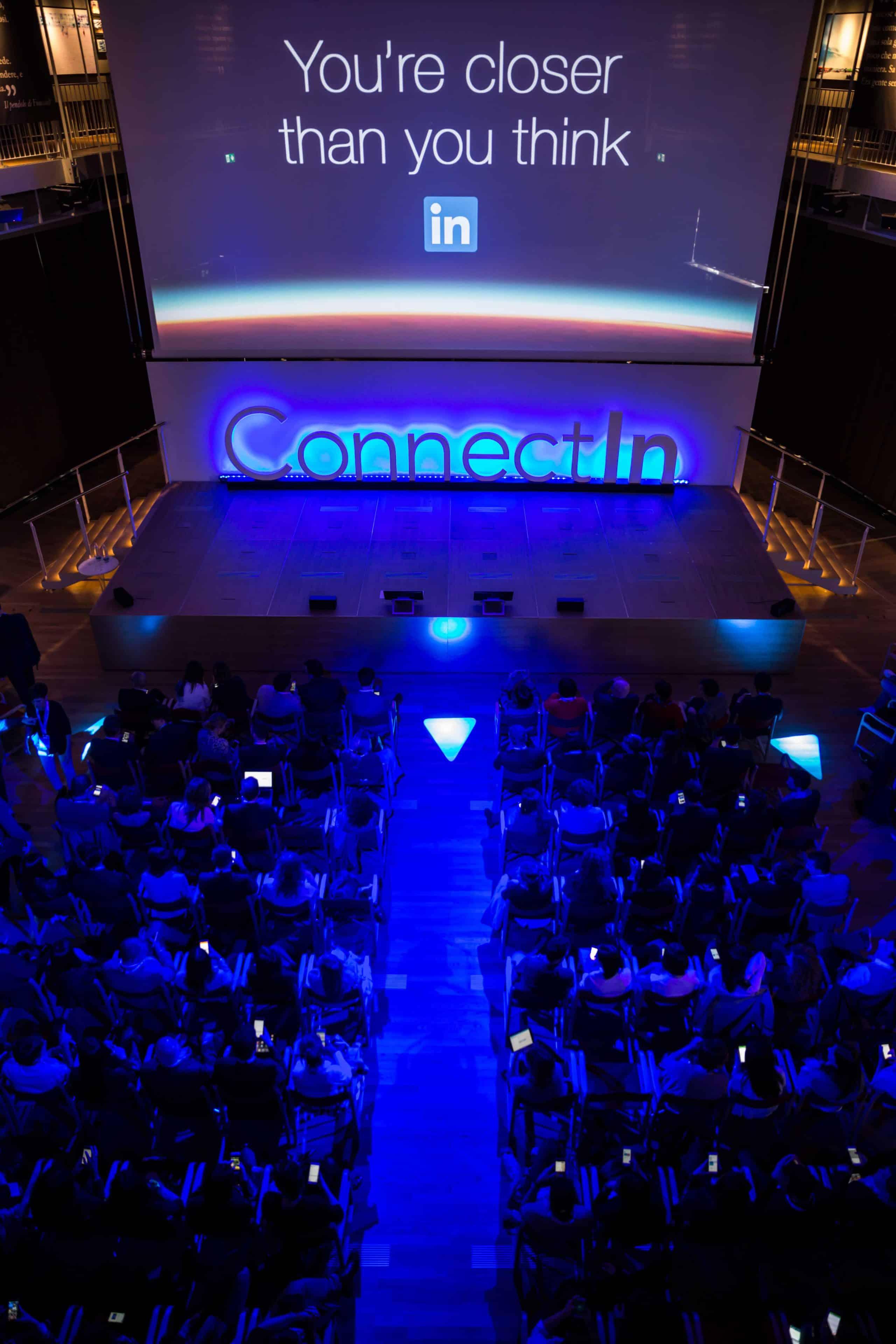 The Vortex - Linkedin Unicredit Pavillon 2016